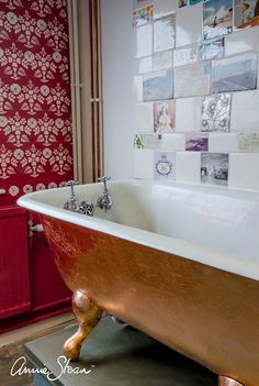 This bathtub has been gilded with Copper Leaf, and is used for dying fabric with Chalk Paint® at Annie Sloan HQ! The back wall is painted with Emperor's Silk and stencilled with Tallulah. Paired with the Copper bath, creates a folky elegance. Clawfoot Tub Bathroom, 1920s Bathroom, Vintage Bathrooms, Bathroom Ideas, Bathroom Stuff, Washroom, Bathroom Interior, Master Bathroom, Annie Sloan Paint Colors