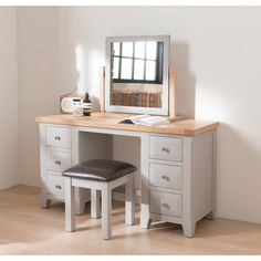 The Clemence dressing table mirror has a simple design but also has the essence of country living. With a stylish 2 tone design – grey painted unit with solid oak top – Giving the Clemence that sophisticated look.
