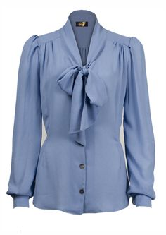 Pussy Bow Blouse - blue crepe from Century Foxy. So pretty! Blouse Vintage, Vintage Shirts, Vintage Tops, 1940s Fashion, Vintage Fashion, 40s Outfits, Bow Blouse, Collar Blouse, 1950s Style