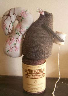Yarn, linen and cotton squirrel <3 Cute embroidered tail!