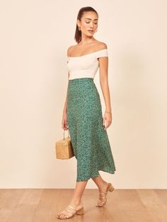Just an easy one your crop tops will love you for. Shop the high rise Bea midi skirt with a slim fitting waist and center back zipper from Reformation. Petite Fashion Tips, Petite Outfits, Trendy Outfits, Fashion Bloggers, Fashion Trends, Skirt Outfits, Dress Skirt, Midi Skirt, Dress Up