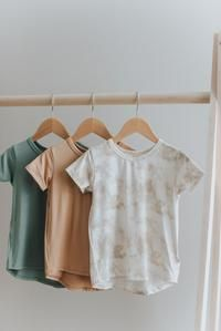 Scooped hem Slightly Slouchy fit Fabric content: rayon from bamboo, spandex *Size chart can be located in the photo section Modern Kids, Basic Tops, Gender Neutral, Toddler Outfits, Capsule Wardrobe, Size Chart, Kids Fashion, Summer Outfits, Tees