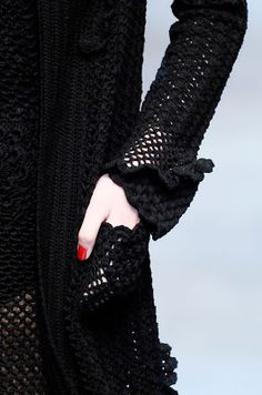 Dolce & Gabbana Весна-Лето 2010 Вязаные черные модели (крючок): Вязание крючком и спицами