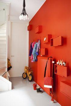 Space Saving Furniture And Interior Design Orange Walls, Red Walls, Bedroom Orange, Bright Walls, Red Kids Rooms, Small Rooms, Small Space, Murs Oranges, Sweet Home
