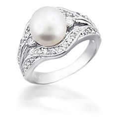 Vintage pearl ring. This is my absolute dream someone please tell my future husband this thank you