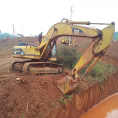 If you want to enhance the features of your Used Caterpillar Excavators machine,you can choose to locate the track tension device and access plate on your excavator. Excavator Machine, Caterpillar Excavators, Used Excavators, Komatsu Excavator, Military Vehicles, Monster Trucks, Track, Runway, Army Vehicles