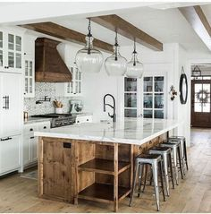Home ideas 86 Farmhouse Kitchen Island Lighting – Farmhouse Room The Importance Of Themes In Living French Country Kitchens, Modern Farmhouse Kitchens, Home Kitchens, Rustic Farmhouse, Farmhouse Interior, Kitchen Modern, Kitchen Images, Small Kitchens, Industrial Farmhouse