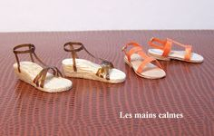 les mains calmes.  Several tutorials to make dolls house scale shoes
