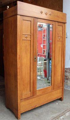 New Zum Verkauf steht hier ein sch ner alter antiker Kleiderschrank mit Spiegel Der Schrank befindet