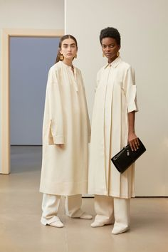 Get inspired and discover Jil Sander trunkshow! Shop the latest Jil Sander collection at Moda Operandi. Fashion Mode, Minimal Fashion, Modest Fashion, Runway Fashion, Fashion Outfits, Womens Fashion, Fashion Trends, Feminine Fashion, Fashion Tips