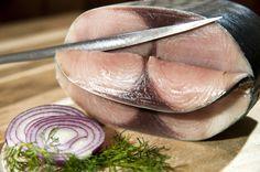 Lakerdaya Bıçağın derdi incelik... Pastırma ve lakerdayı her usta kesemez özenle kesilmesi gerekiyor...