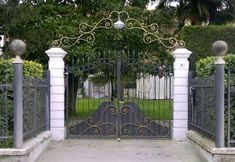 Wrought Iron Driveway Gates, Iron Furniture, Gate Design, Beautiful Places, Outdoor Structures, Automobile, Garage, Ebay, Garden