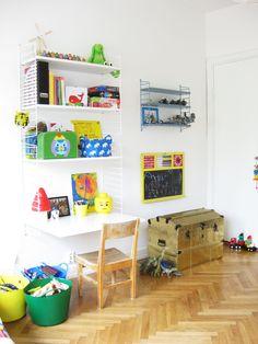 String shelves Lastenhuoneeseen