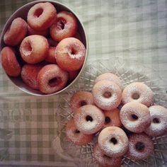 CIAMBELLE FRITTE E AL FORNO SENZA PATATE | Fatto in casa da Benedetta Donut Recipes, Frittata, Biscotti, Doughnut, Sweet Recipes, Donuts, Food And Drink, Peach, Fruit