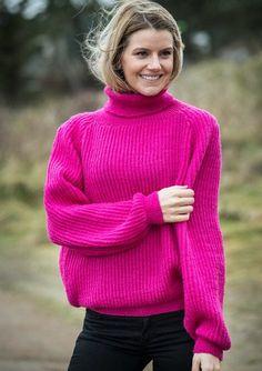 Opskrift 1623: Yderst populær sweater i pink, med krave. Opskriften kan hentes gratis på mayflower.dk [Knitting, strik, strikning, pattern, knittingpattern, strikkeopskrift]
