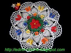 Centro de mesa em croche com 8 mini-flores e 8 mini-borboletas - Edinir-Crochê