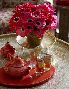 Splashy Flowers and a Tasteful Tea Set