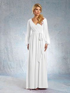 another jumpsuit Shop Alfred Angelo Bridesmaid Dress - 7325 in Chiffon at Weddington Way. Find the perfect made-to-order bridesmaid dresses for your bridal party in your favorite color, style and fabric at Weddington Way. Wedding Dresses For Curvy Women, Dream Wedding Dresses, Alfred Angelo Bridal, Wedding Frocks, Girls Special Occasion Dresses, Bridesmaid Dress Styles, Bridesmaid Ideas, Bridesmaids, Bridal Jumpsuit