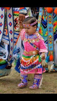 Idea for Tayah. Tiny tot in pink jingle dress :) Native American Children, Native American Wisdom, Native American Clothing, Native American Regalia, Native American Pictures, Native American Artwork, Indian Pictures, Native American Beadwork, American Indian Art