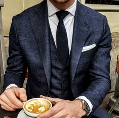 Wedding Suits Fashionable style with a three piece blue suit. New Mens Fashion Trends, Stylish Mens Fashion, Stylish Mens Outfits, Mens Trends, Best Mens Fashion, Fashion 101, Fashion Ideas, Fashion Inspiration, Fashion Suits