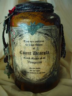 Dracula's ashes What Dracula was truly immortal? As in even if his body was burnt he wasn't dead? Halloween Potion Bottles, Halloween Apothecary, Halloween Labels, Spooky Halloween, Holidays Halloween, Halloween Crafts, Happy Halloween, Halloween Decorations, Halloween Party