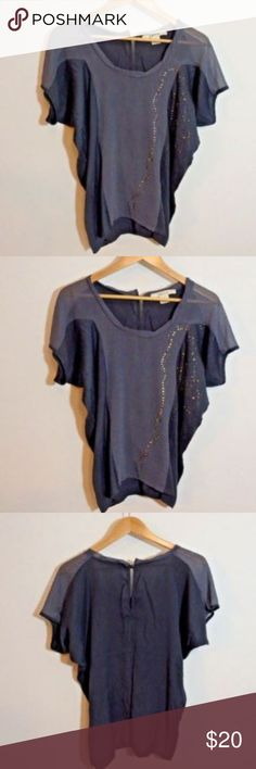 Anthropologie Ark & Co Grey Top Shirt Womens Mediu Photos display the items condition.Be sure to check out my other items for designer clothes at great prices! I'm more then happy to combine your shipping if you find more great items that I have listed.  I always try my best to accurately describe my listings and photograph them however, due to lighting the items may slightly vary in color however I will do my best to call this out within the description.  Please ask all questions prior to…