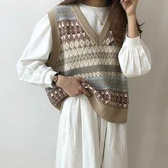 Трикотажная жилетка. Вспоминаем, ностальгируем и учимся носить по-новому. | #СеняПодскажи | Яндекс Дзен Adrette Outfits, Retro Outfits, Cute Casual Outfits, Vintage Outfits, Fashion Outfits, Vintage Chic Fashion, Fashionable Outfits, Classy Fashion, Hijab Fashion