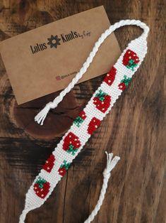 Diy Bracelets Patterns, Thread Bracelets, Diy Bracelets Easy, Embroidery Bracelets, Bracelet Crafts, Woven Bracelets, Cute Bracelets, Bracelet Designs, Handmade Bracelets