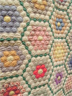 Diamond-Set Garden quilt exhibited by Beverly Hawkins,circa photo by Quilt Inspiration Old Quilts, Antique Quilts, Vintage Quilts Patterns, Quilt Patterns, Crochet Patterns, Rare Flowers, Vintage Flowers, Quilt Inspiration, Plus Quilt
