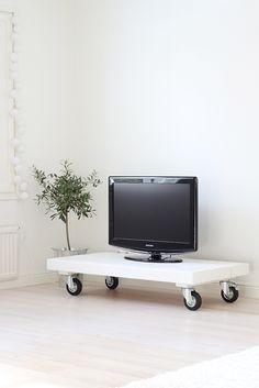 tv_taso_kulmassa Flat Screen, Tv, Home Decor, Blood Plasma, Decoration Home, Room Decor, Television Set, Flatscreen, Home Interior Design