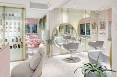 Dreaming Pink 🌸 Discover our solutions to give a sophisticated look to your salon. Nail Salon Decor, Hair Salon Interior, Beauty Salon Decor, Salon Interior Design, Beauty Salon Design, Hair And Beauty Salon, Pink Nail Salon, Beauty Salon Equipment, Interior Design Pictures