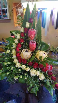 Tropical Floral Arrangements, Large Flower Arrangements, Large Flowers, Tropical Flowers, Altar Flowers, Church Flowers, Funeral Flowers, Diy Wedding Wreath, Flower Bouquet Wedding