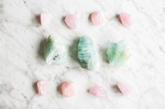 3 Ways To Add Healing Crystals To Your Beauty Routine | http://helloglow.co/3-ways-add-healing-crystals-beauty-routine/