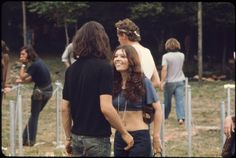 Girls-of-Woodstock,-1969-(10)