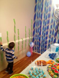 Like the green streamers Finding Nemo themed birthday party shark fish ocean food and drinks decorating ideas Pirate Birthday, 3rd Birthday Parties, Boy Birthday, Birthday Ideas, Ocean Party, Water Party, Shark Party, Shark Fish, Fish Ocean