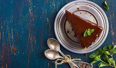 Εύκολη σοκολατόπιτα με γλάσο σοκολάτας