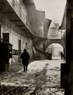 Roman Vishniac :: Here at the entrance to Kazimierz, there was a white dove of peace, from 'A vanished world', the Jewish district of Krakow, Poland, ca. 1935-38 more [+] by R. Vishniac