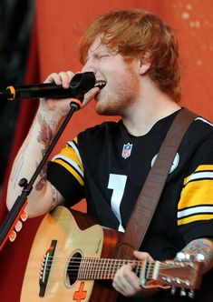Ed Sheeran! Opened for Taylor Swift on the Red Tour. Music Love, My Music, Still In Love, My Love, Ed Sheeran Love, Red Tour, Rapper, Beautiful People, Singing