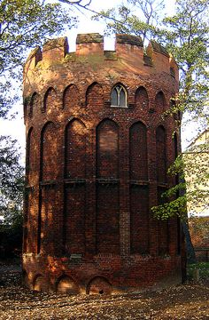 16th century folly, Bruce Castle, Tottenham. This enigmatic structure is not Bruce Castle itself, which is a manorial piece of architecture. It is in the grounds and has its own Grade I listing separate from that of the manor house