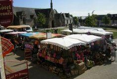 Marché de #Plougasnou, le mardi matin, près de l'église #Finistere, #Bretagne, #Brittany #markets