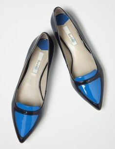 BODEN | Fashion Pointed Pump in black and blue |  upper: patent leather, Lining, insock and sole: leather Heel height 1cm | £89
