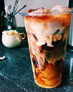 Coffee Barista, Iced Coffee, Coffee Drinks, Coffee Cups, Espresso Coffee, Coffee Coffee, Aesthetic Coffee, Aesthetic Food, Yummy Drinks