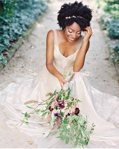 How to Beautifully Style Afro Hair for your Wedding Natural Hair Wedding, Natural Wedding Hairstyles, Afro Wedding Hair, Bridal Hairstyles, Curly Hair Styles, Natural Hair Styles, Pelo Afro, Wedding Hair Inspiration, Black Bride