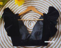 Black Blouse Designs, Blouse Back Neck Designs, Sari Blouse Designs, Stylish Blouse Design, Lehenga Blouse, Indian Outfits, Indian Dresses, Fashion Dresses, Fashion Blouses