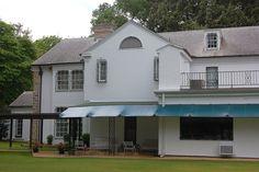 Elvis+Presley's+Bedroom+At+Graceland | Elvis Presley's Backyard at the Graceland Mansion In Memphis ...
