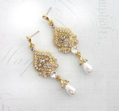 Hey, I found this really awesome Etsy listing at https://www.etsy.com/listing/211402312/1920s-gold-earrings-bridal-gold-pearl