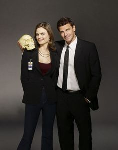 Photos - Bones - Season 3 - Cast Promotional Photos - BONES: Emily Deschanel and David Boreanaz. The third Emily Deschanel, John Francis Daley, Bones Tv Series, Bones Tv Show, Booth And Bones, Booth And Brennan, David Boreanaz, Little Liars, Gilmore Girls
