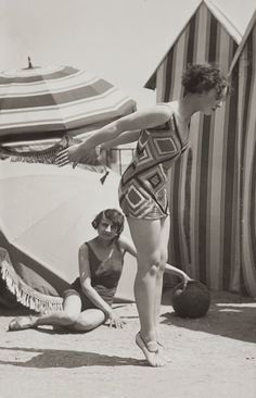 Two fashion models in bathing suits, c.1929. Courtesy of Bibliothèque nationale de France, Paris