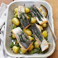 Morning loverly people #recipeoftheday is a simple one-pan tray-baked salmon with new potatoes and seasonal veggies. Great little recipe that's easy to get sorted for the whole family... Hit the link in my profile for the recipe and to watch my bro @bartsfishtales show you how to cook this one up over on #familyfoodtube. Big love guys #jamieoliver