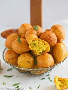 An easy recipe on how to make pholourie, a fried, spiced, flour mixture popularly eaten as a snack in Trinidad and Tobago, Guyana and Suriname. Guyana Food, Suriname Food, Trinidadian Recipes, Guyanese Recipes, Carribean Food, Caribbean Recipes, Caribbean Party, Indian Food Recipes, Vegan Recipes